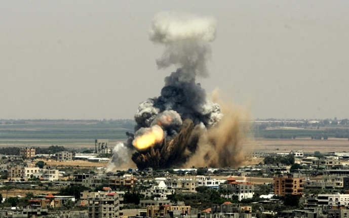 """Smoke and fire rise from an Israeli missle strike in Rafah, Tuesday, July 8, 2014."" (AP/Eyad Baba)"""