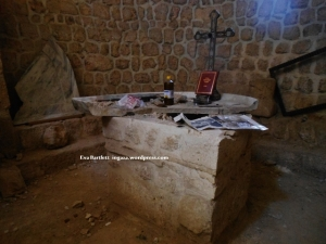 Unique altar from  around 325 AD smashed by plundering terrorists.
