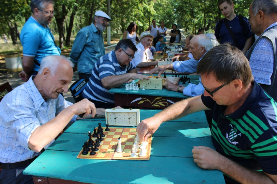 Chess in a central Gorlovka park. Four years prior, all of Gorlovka was repeatedly targeted by Ukrainian missile fire.JPG