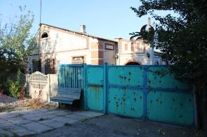 Zaitsevo home gate shows evidence of Ukrainian heavy machine gun fire